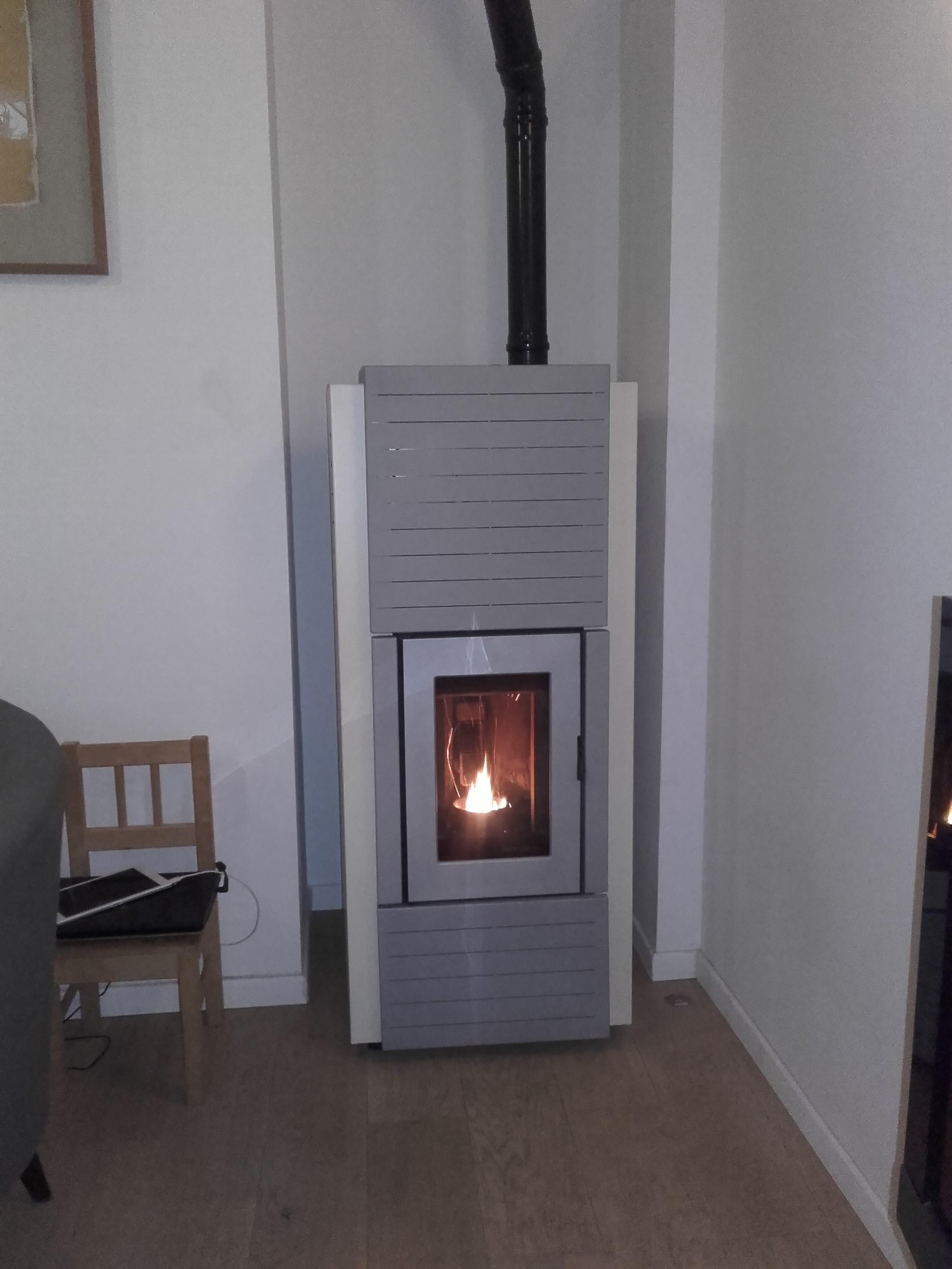 po le granul s palazzetti sur chauffage central romainville chauffage solaire bois. Black Bedroom Furniture Sets. Home Design Ideas